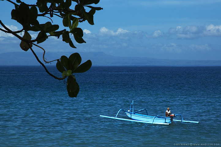 Fisherman_in_Balinese_boat2