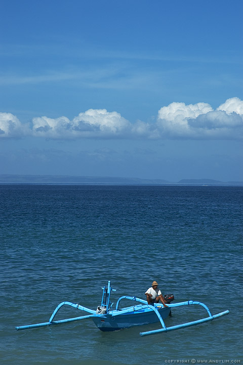 Fisherman_in_Balinese_boat3