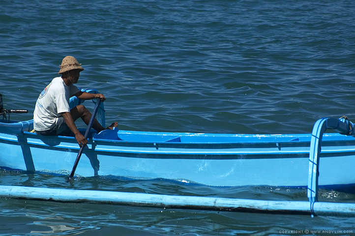 Fisherman_in_Balinese_boat4