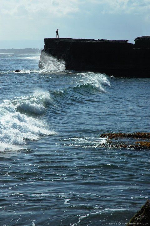 Strong_waves_Tanah_Lot