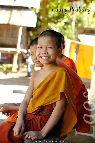 laos_prabang_youngmonks